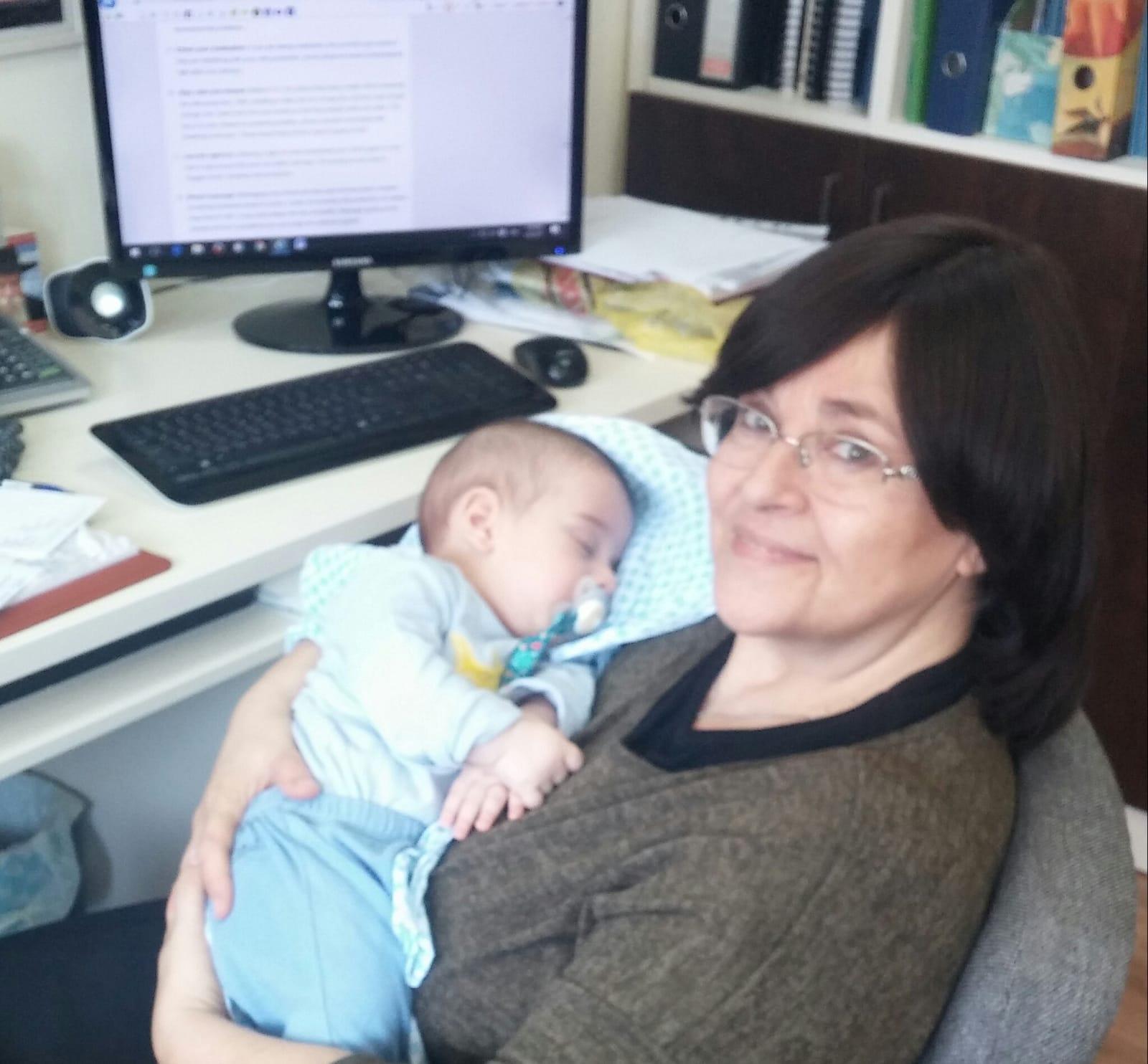 דניאלה עם אחד התינוקות שלנו